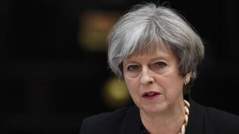 Theresa May comparece ante los medios después de presidir una reu...