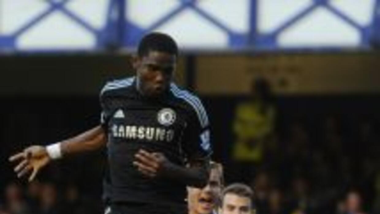 Samuel Eto'o no tuvo suerte en su debut en el Chelsea.