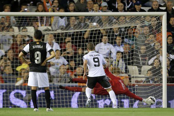 Soldado marcó un par de goles en el aplastante triunfo sobre el M...