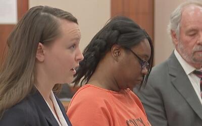 Madre acusada de matar a su hija de 4 años comparece en corte