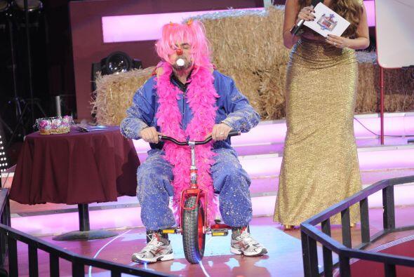 El 'Flaco' debió recordar su infancia y subirse a un triciclo pero con u...