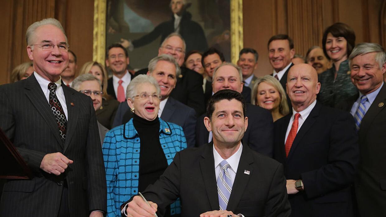 Tom Price y Paul Ryan a principios de enero de 2016, durante la firma de...