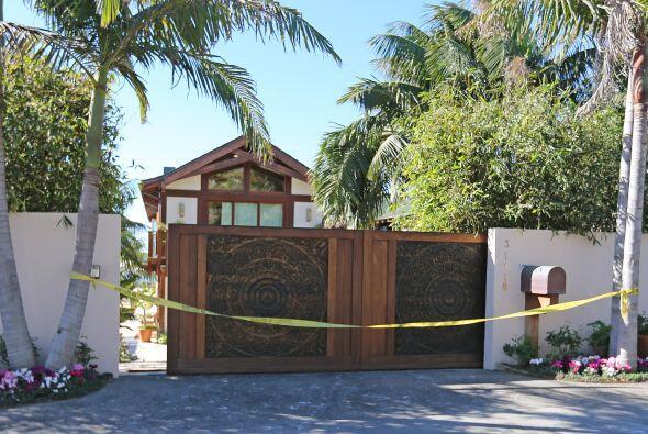Fueron colocados cintillos de precaución por toda la residencia.