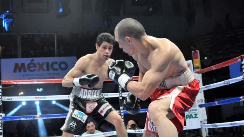 Adrián Estrellaterminó rápido su pelea ante Edwin López.