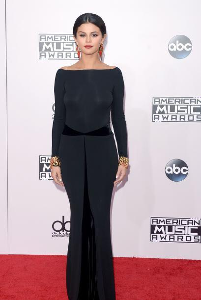 Selena se ve mejor sobria y sola (sin el Justin haciéndole mosca.) Si no...