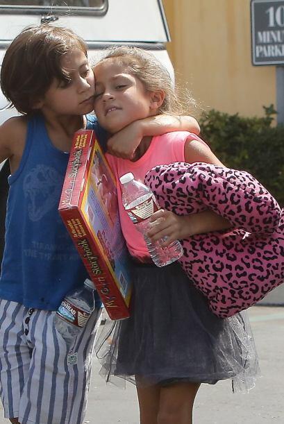 Los encontramos de paseo por Los Ángeles bajo el cuidado de sus niñeras.
