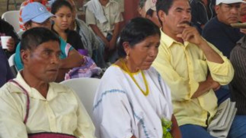 Padres de los estudiantes desaparecidos en Iguala escuchan a familiares...