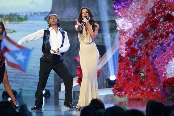 Viviana sabe que su voz es uno de sus tantos talentos, así que esta noch...