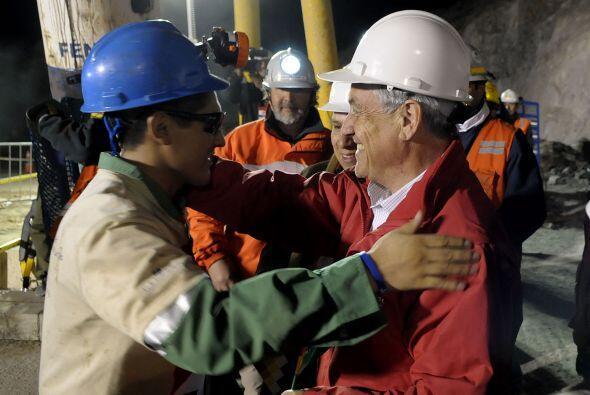 El boliviano fue el cuarto minero en ser rescatado y lo primero que hizo...