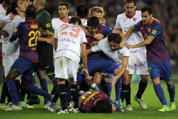 El jugador español cayó al piso, hubo momentos de tensión y varios jugad...