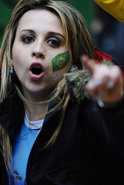 Y la brasileña lo señalaba diciendo...Vamos a ganar.