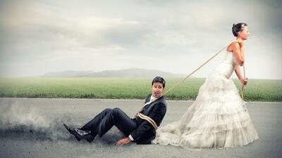 ¿Te pondrías el apellido de tu esposa al casarte?