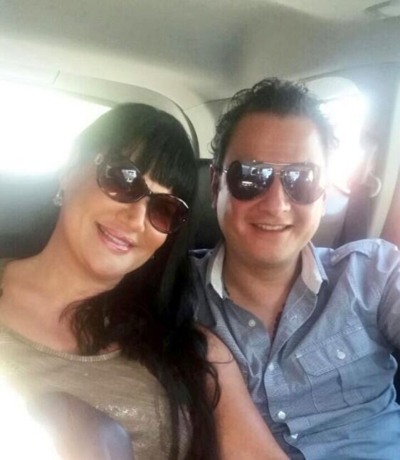 Alejandra Ávalos y su prometido
