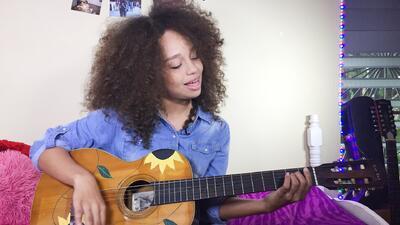 Alondra nos cuenta la conmovedora historia detrás de su guitarra
