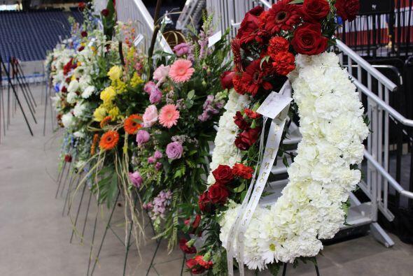 Con una emotiva ceremonia miles de personas despidieron a los cuatro bom...