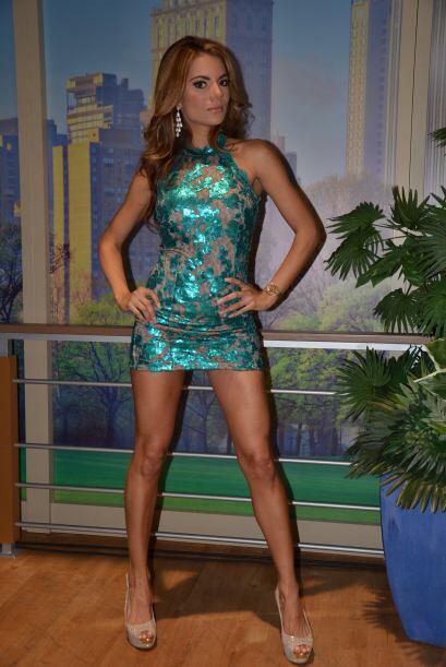 Esther es guatemalteca, es modelo y le encanta la música regional mexica...