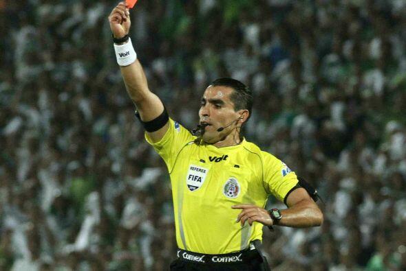 Además Rodríguez tiene el récord de la expulsión más rápida en la Copa L...