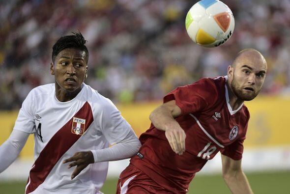 Más tarde, Perú venció 2-0 a Canadá en un choque sin nada en juego ya qu...
