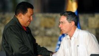 Uribe y Chávez saludaron a rehenes 78e9971ec718435db9b96b1eaaeedec5.jpg