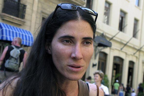Yoani Sánchez fue detenida junto a otros opositores mientras trataban de...