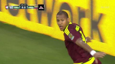 Goooolll!! José Salomón Rondón Giménez mete el balón y marca para Venezuela