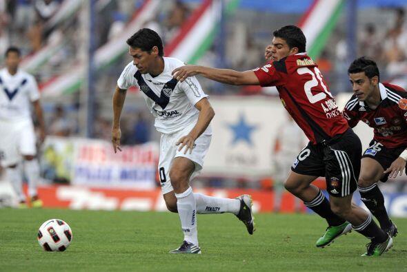 El atacante argentino-mexicano Guillermo Franco se retiró lesionado apen...