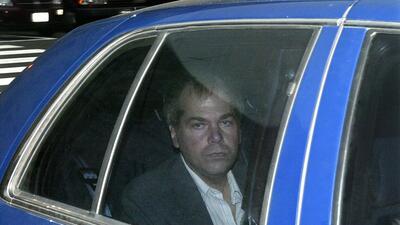John Hinckley Jr. llega a una corte en Washington en 2003.