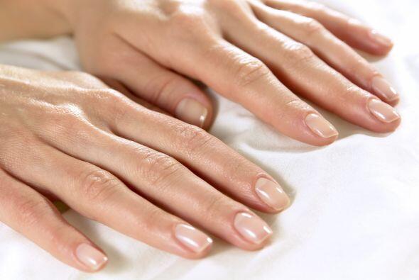 Mantenlas cortas y esmaltadas en un tono natural o 'nude', que además de...
