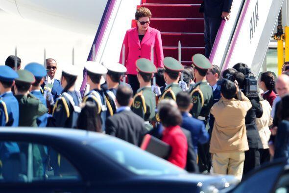 A su llegada la presidente brasileña fue recibida con honores por la gua...
