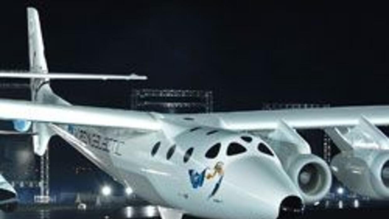 Virgin Galactic presento la nave SpaceShipTwo, con ella haran viajes tur...