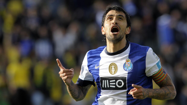 El ex jugador del Porto regresa a su natal Argentina para jugar con River.