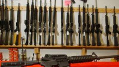 Policia de Chicago investiga el robo de 20 potentes armas de fuego de un...