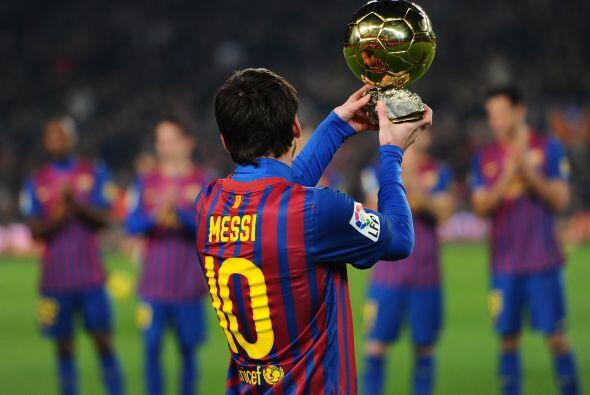 Messi mostró este trofeo a todos los presentes con mucho cariño.