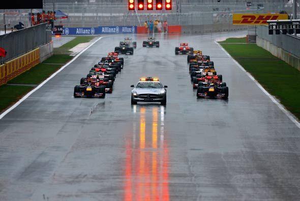 Cuando por fin pudo empezar la carrera, el auto de seguridad se mantuvo...