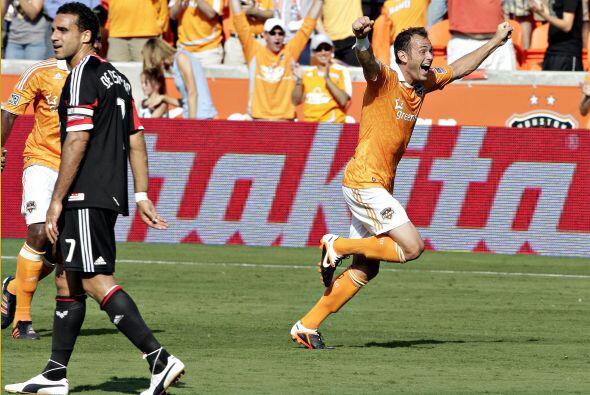 Así festejóBrad Davis el primero gol que se marca en el nuevo estadio d...