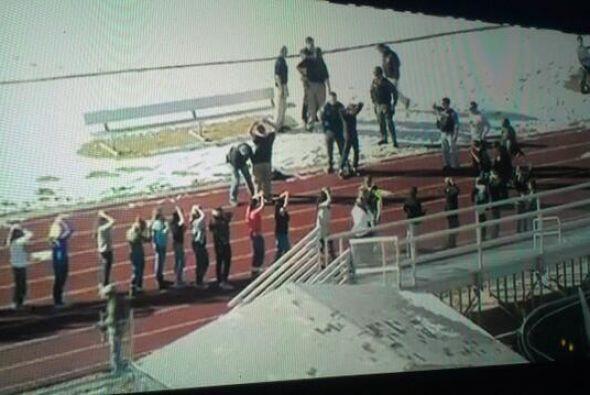 Las televisoras locales mostraban las imágenes de los estudiantes siendo...