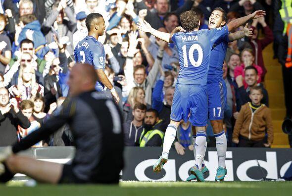 Colaboró para el gol de su compatriota Fernando Torres y más tarde dio l...