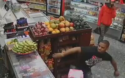 Autoridades buscan al segundo sospechoso de un ataque con aguacates y pl...