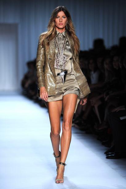 Desde que inició su carrera como modelo, Gisele estuvo en pasarelas de g...