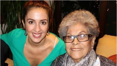 Maity Interiano con su abuelita Hena