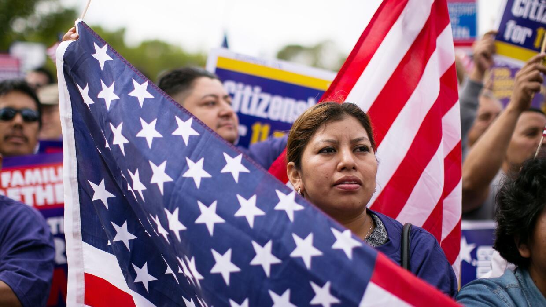 Cinco millones de inmigrantes indocumentados aguardan un fallo favorable...