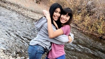 Alyssa Alcaraz (a la izquierda) tenía síntomas similares a los de la inf...
