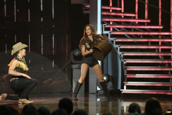 Cynthia y el finalista de Va Por Ti, Fernando Corona, se movieron al rit...