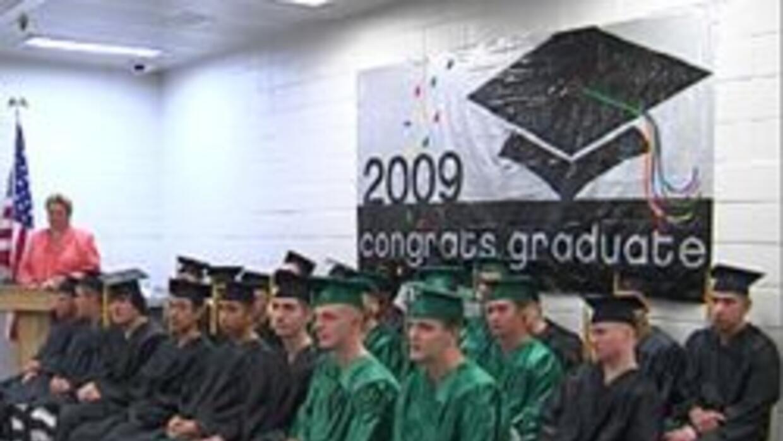 Jovenes reos reciben sus diplomas