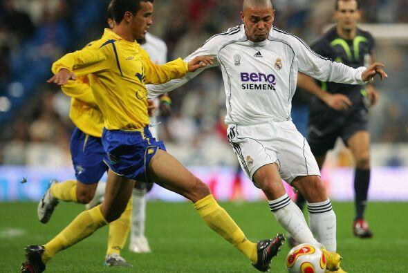 Ronaldo alcanzó la gloria muy joven vistiendo las playeras de los grande...