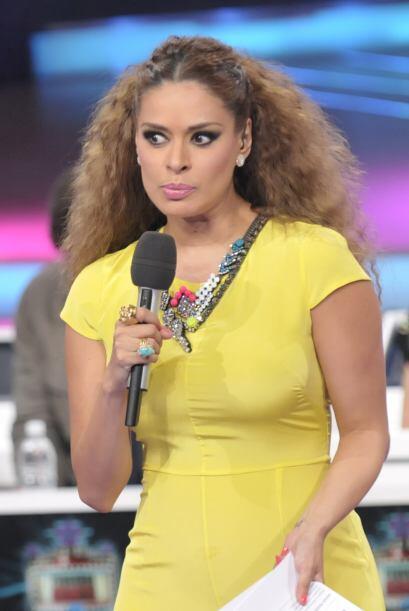 La presentadora es muy expresiva.