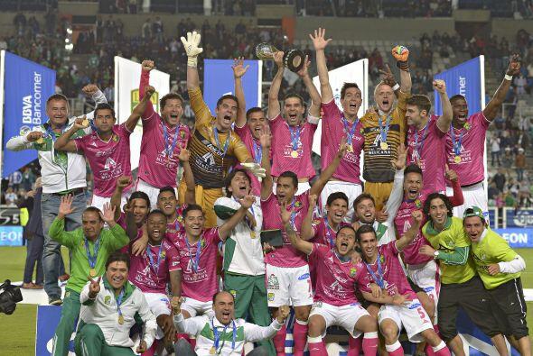 León festejó su segundo título consecutivo tras el silbatazo del árbitro...