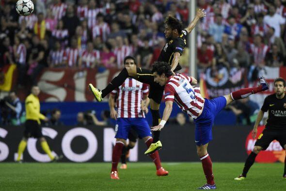 Barcelona se mantuvo con su juego de posesión de la pelota, pero sin flu...