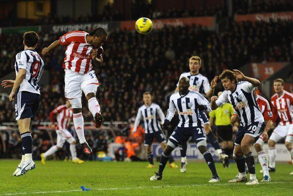 West Bromwich superó al Stoke City 2 a 1 y respira.