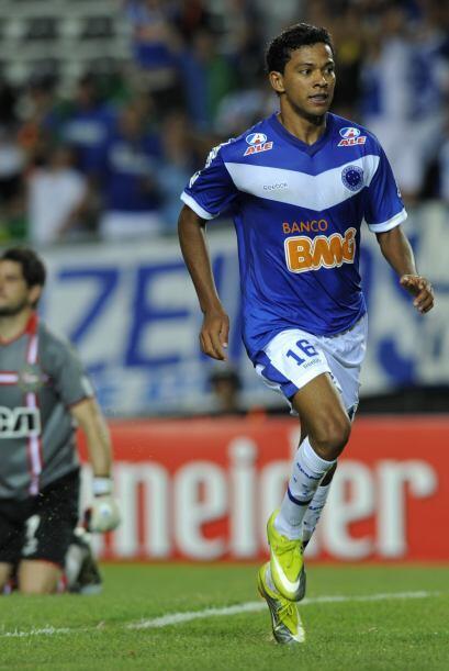 Nuevamente el Cruzeiro le dio una paliza copera a Estudiantes al vencerl...